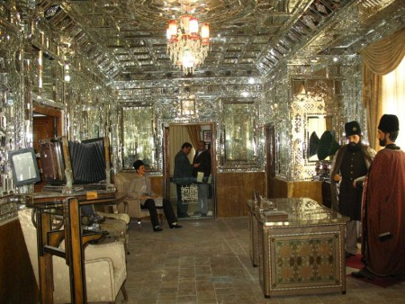 Mofakham Mirror House